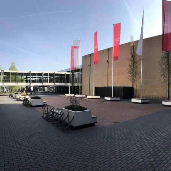 Entree multifunctioneel parkeergebouw