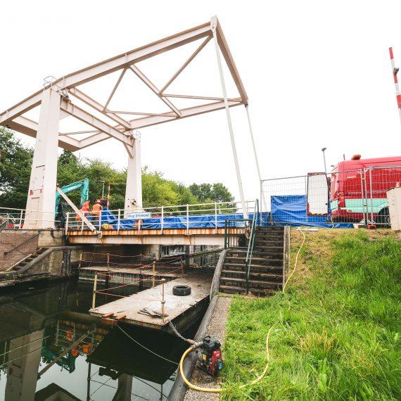 Vervangen brugdek brug Driemond