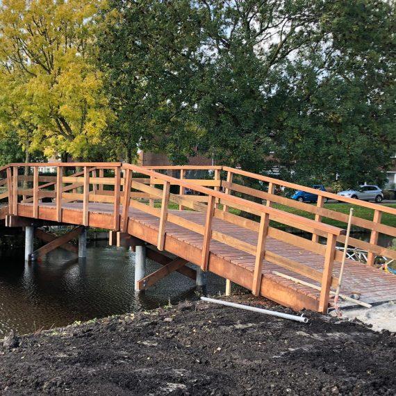 Twee voetgangersbruggen nieuw in Ter Aar